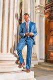 Молодой Афро-американский бизнесмен работая в Нью-Йорке Стоковая Фотография RF