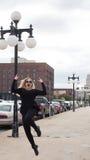 Молодой белокурый скакать женщины Стоковая Фотография