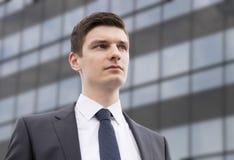 Молодой бизнесмен в городских условиях Стоковая Фотография RF