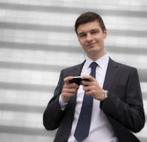 Молодой бизнесмен в городских условиях Стоковое Фото