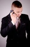 Молодой бизнесмен на телефоне. Стоковое Фото