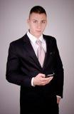 Молодой бизнесмен на телефоне. Стоковая Фотография