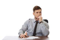 Молодой бизнесмен писать примечание Стоковая Фотография RF