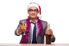 Молодой бизнесмен празднуя рождество в офисе Стоковое Изображение