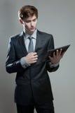 Молодой бизнесмен с компьютером экрана касания Стоковая Фотография RF