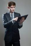 Молодой бизнесмен с компьютером экрана касания Стоковые Фотографии RF