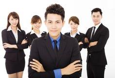 Молодой бизнесмен с успешной командой дела стоковое изображение rf