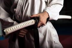 Молодой боец боевых искусств с katana Стоковое фото RF