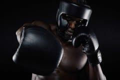 Молодой бокс тренировки спортсмена Стоковые Изображения RF