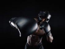 Молодой бокс тренировки спортсмена Стоковое фото RF