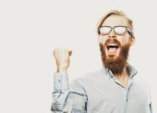 Молодой бородатый человек с хорошим знаком идеи Стоковые Изображения