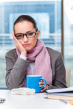 Молодой больной коммерсантки в офисе Стоковые Изображения RF