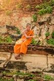 Молодой буддийский монах послушника Стоковые Изображения RF