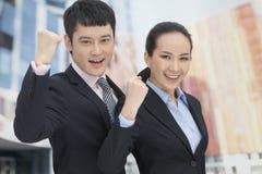 Молодой веселить бизнесмена и женщины стоковые фотографии rf