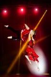 Молодой гимнаст воздуха цирка пар Стоковое Изображение