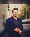 Молодой городской профессионал бизнесмена стоковая фотография rf