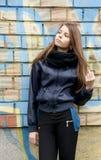 Молодой девочка-подросток около стены Стоковая Фотография