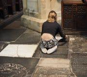Молодой женский художник в соборе Бристоля Стоковое Изображение RF