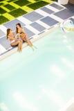 3 молодой женщины бассейном Стоковые Изображения RF