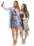2 молодой женщины делая selfie Стоковые Фотографии RF
