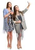 2 молодой женщины делая selfie Стоковое фото RF