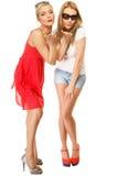 2 молодой женщины дуя поцелуи к камере Стоковое Изображение
