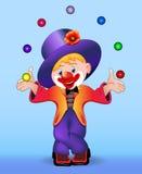 Молодой жизнерадостный клоун жонглирует шариками Стоковая Фотография