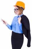 Молодой инженер в шлеме с планшетом Стоковые Изображения