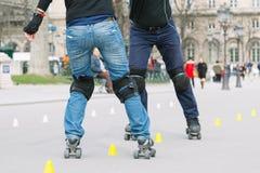 Молодой кататься на коньках стоковые изображения