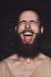Молодой красивый бородатый человек битника в студии Стоковые Изображения RF