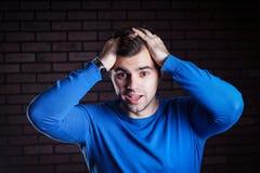 Молодой красивый вспугнутый парень Стоковое фото RF