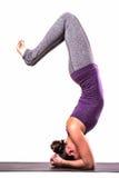Молодой красивый представлять женщины йоги Стоковое фото RF