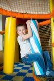 Молодой мальчик держа столбцы покрашенные игрушки Стоковое фото RF