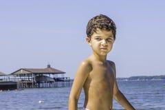 Молодой мальчик на пляже Стоковая Фотография