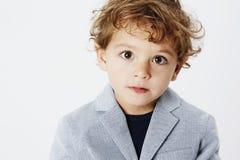 Молодой мальчик на серой предпосылке Стоковые Изображения