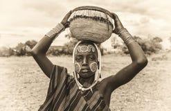 Молодой мальчик от африканского племени Mursi, Эфиопии стоковое фото rf