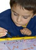 Молодой мальчик пишет Стоковое Изображение