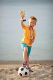 Молодой мальчик празднуя выигрыш футбола чемпионата стоковая фотография rf