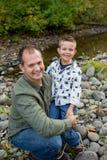 Молодой мальчик с отцом Стоковое Фото