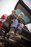 Молодой мальчик с фаст-фудом Стоковая Фотография RF