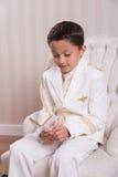 Молодой мальчик читая молитвенник Стоковые Изображения