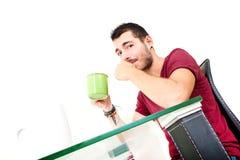 Молодой мужской думать в офисе Стоковые Фото