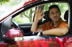 Молодой мужчина в автомобиле стоковое фото rf