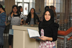 Молодой мусульманский студент стоковое фото