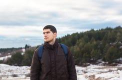 Молодой мыжской hiker в природе Стоковые Изображения