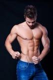 Молодой мышечный человек Стоковые Фото