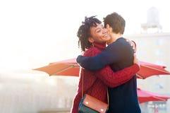 Молодой обнимать пар внешний Стоковое фото RF