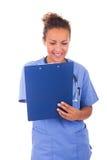Молодой доктор при стетоскоп изолированный на белой предпосылке стоковые изображения rf