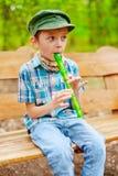 Молодой парень играя рекордера Стоковая Фотография RF