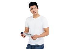 Молодой потревоженный человек с картой Стоковое фото RF